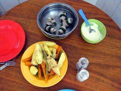 Peixe e legumes no vapor, molho de alho