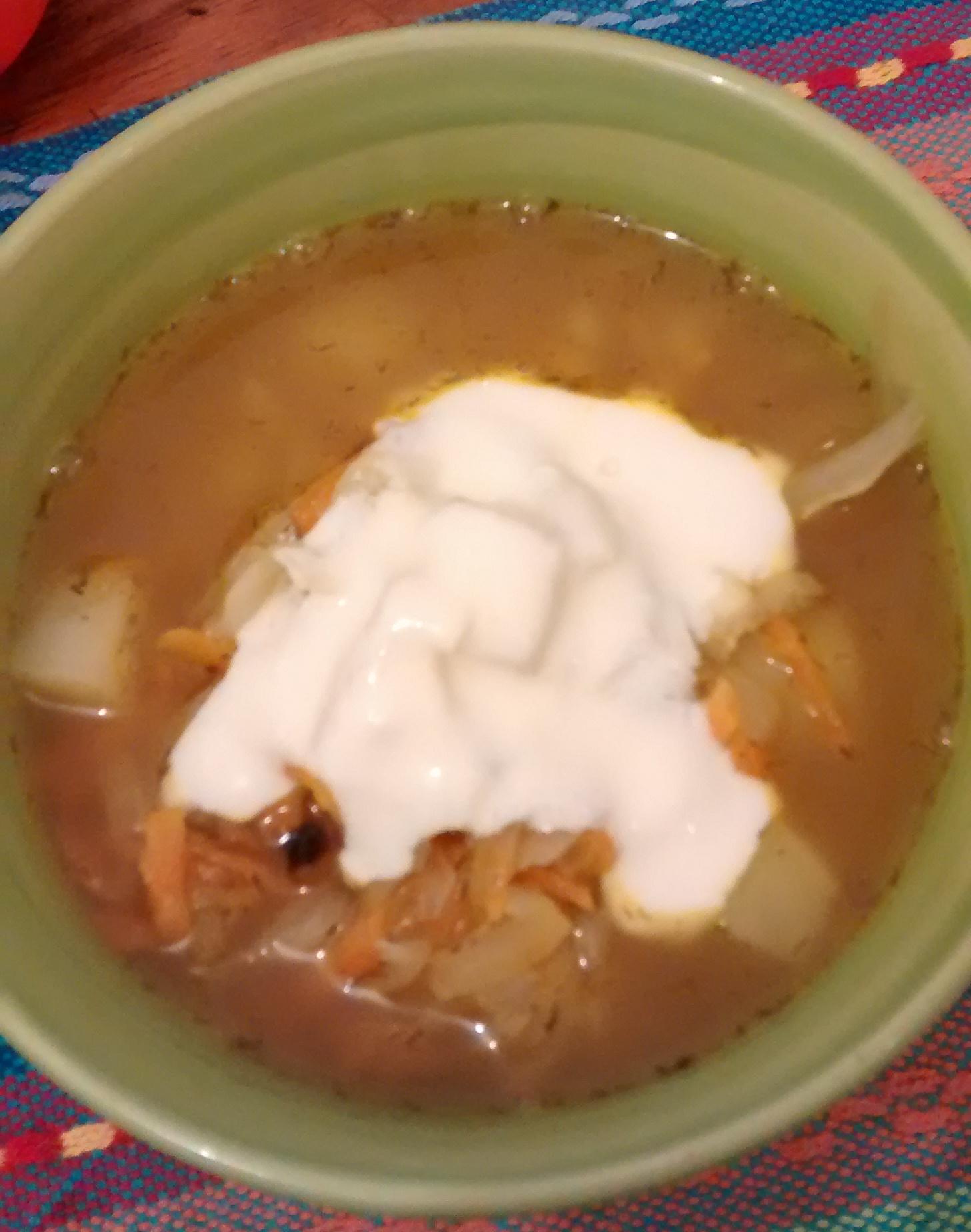 щи (xi) – sopa russa de legumes